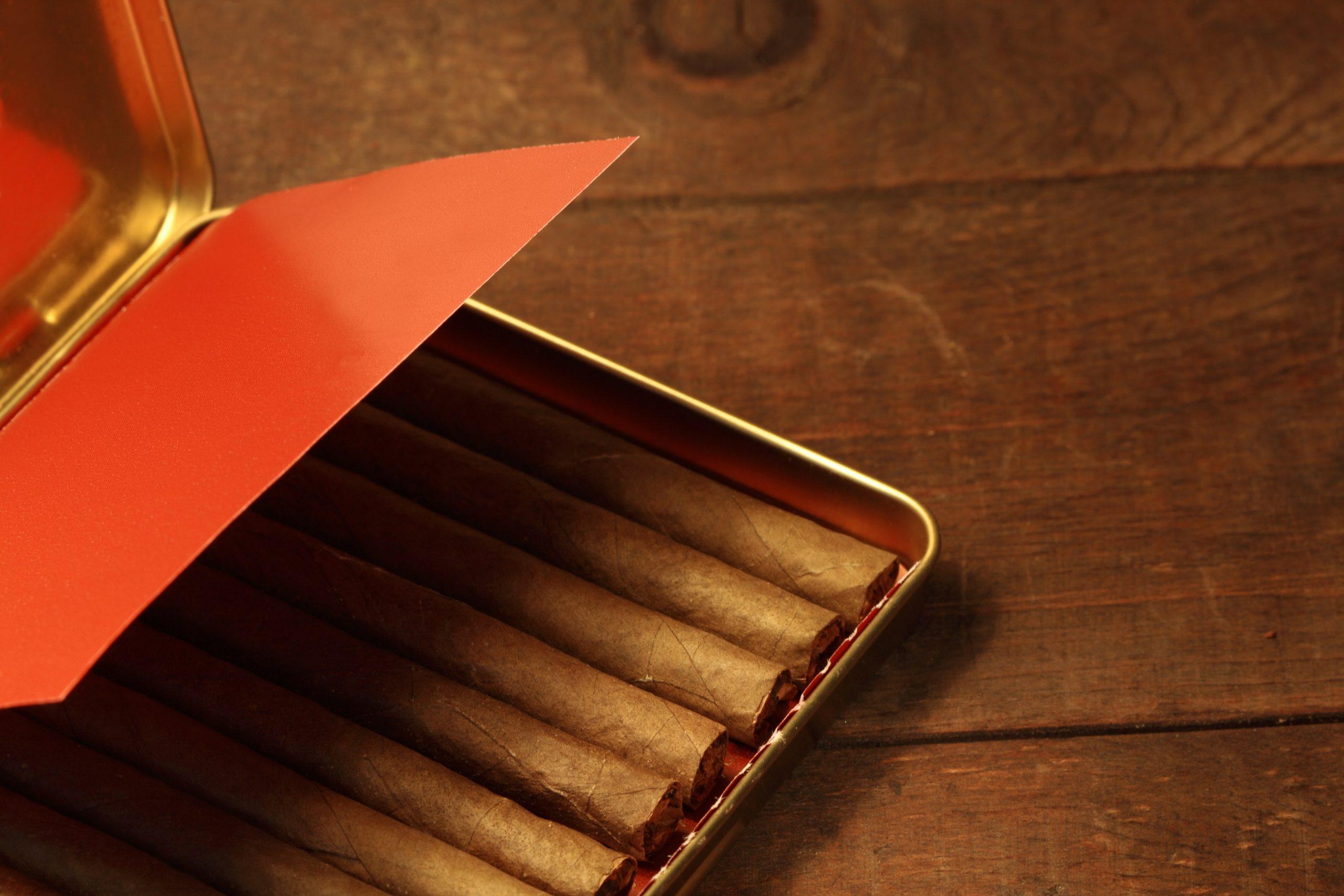 Doosje gevuld met sigaren